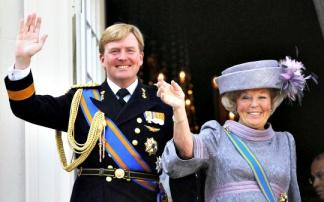 queen_beatrix_and_crown_prince_willem_alexander_1359445484_540x540